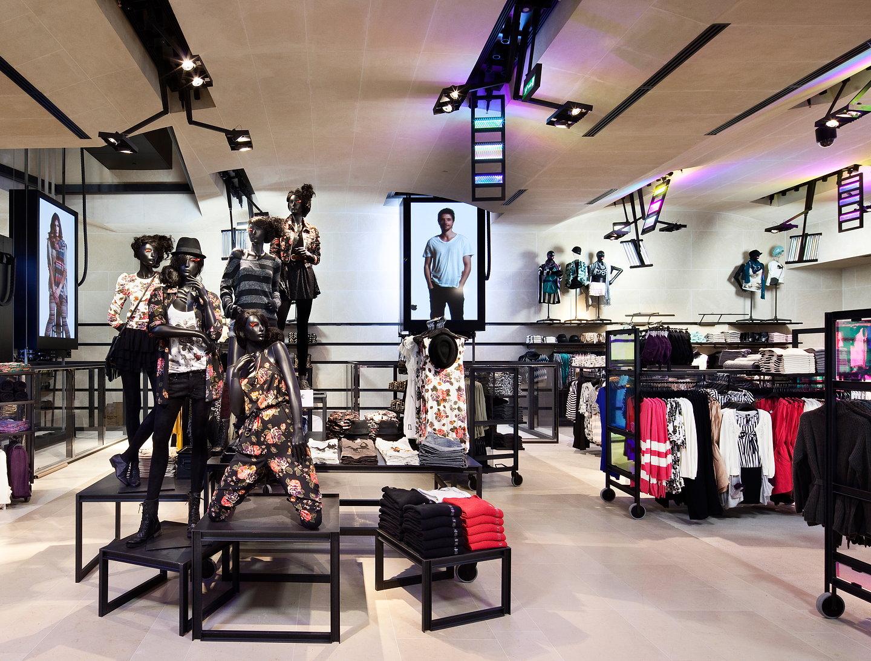 h m opens paris flagship store designed by jean nouvel. Black Bedroom Furniture Sets. Home Design Ideas