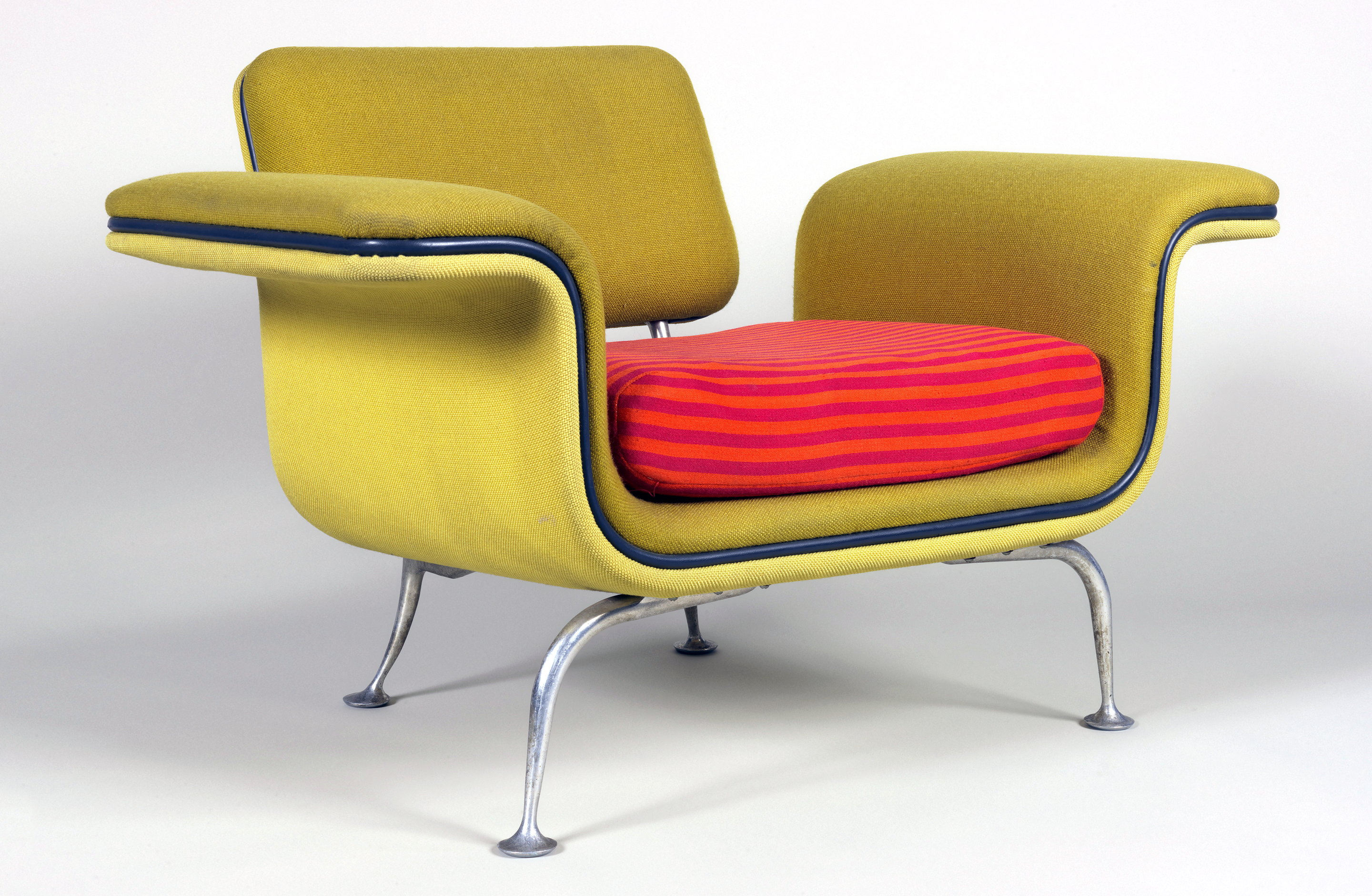 1968 Model 66310 chair for Braniff International Airways