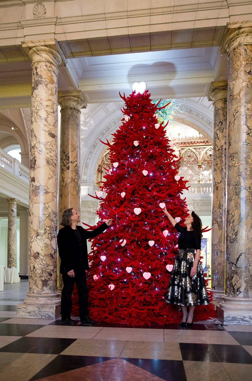 V Amp A S 2013 Christmas Tree Red Velvet Tree Of Love