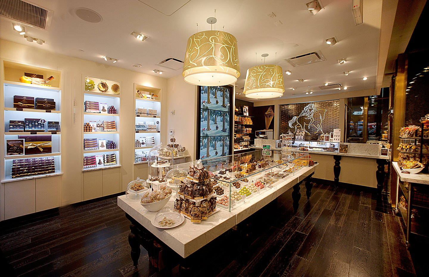 Dash design redesigns godiva store in metlife building for Store building design