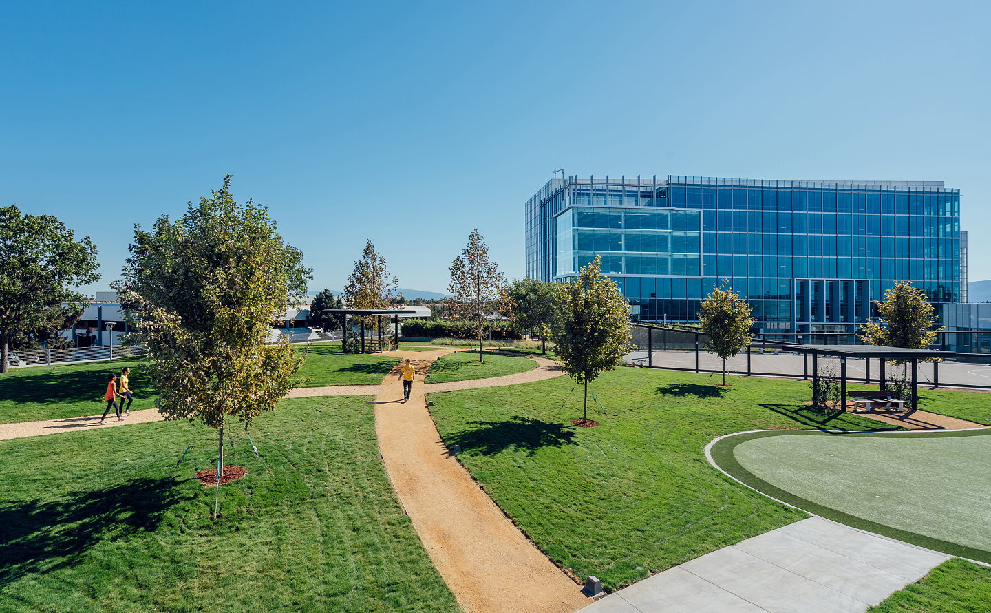 Des a e completes one of silicon valley 39 s largest rooftop parks for Garden valley elementary school