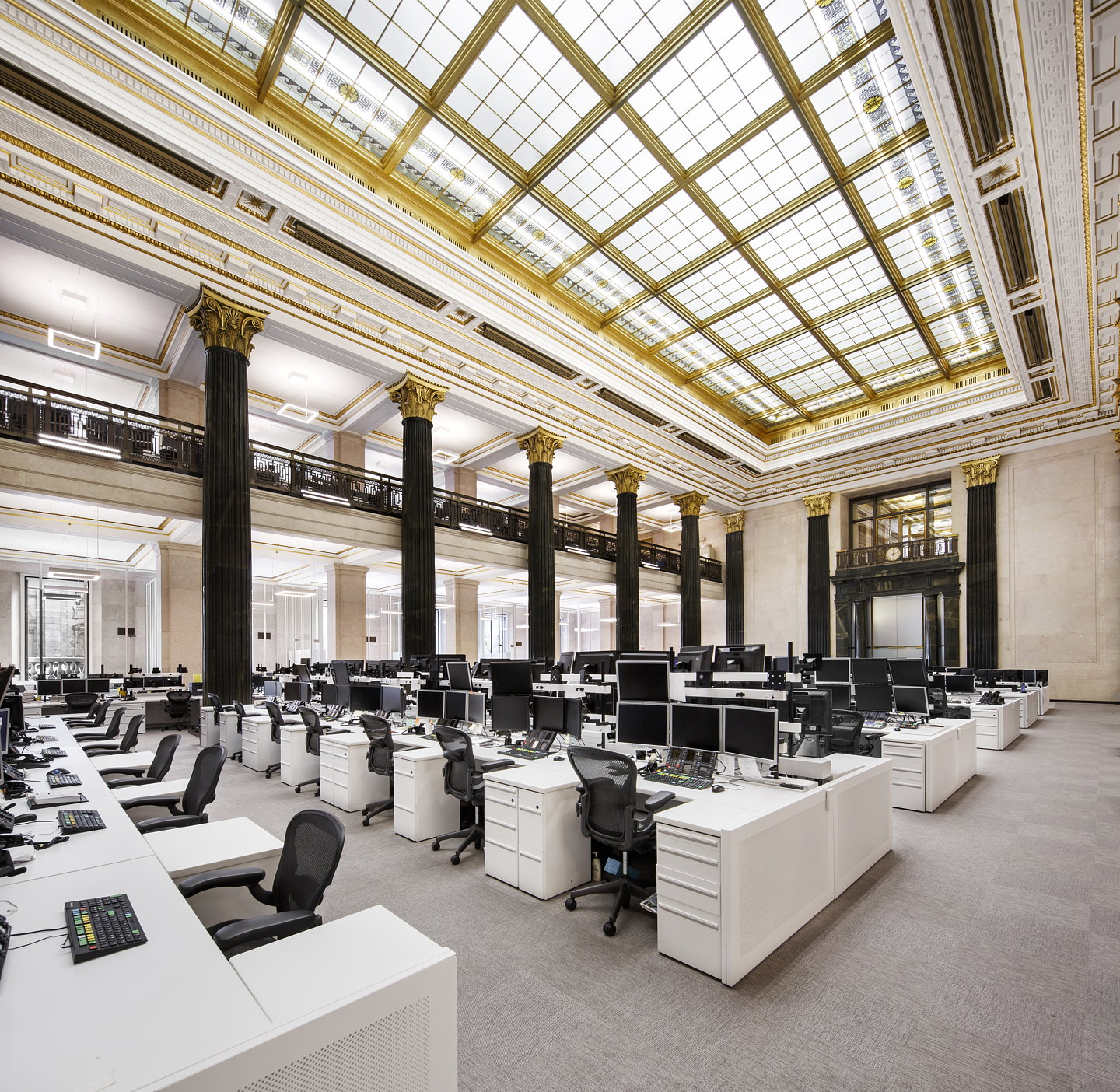 National bank of canada 39 s new montreal trading floor by for Bank designs architecture