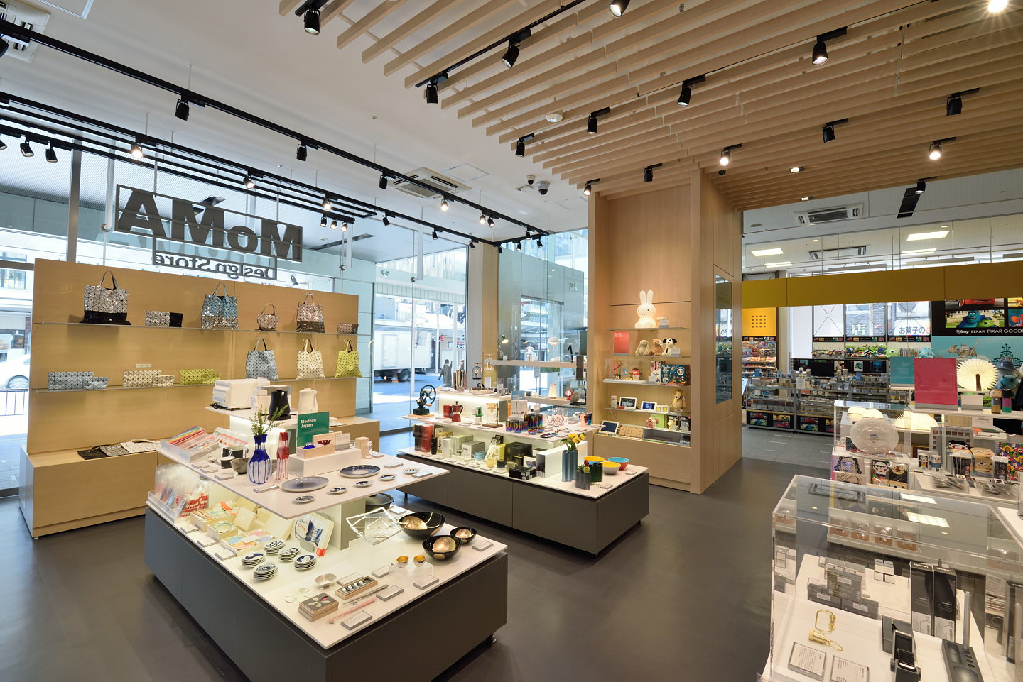 moma design store opens its second standalone japanese outpost in kyoto. Black Bedroom Furniture Sets. Home Design Ideas