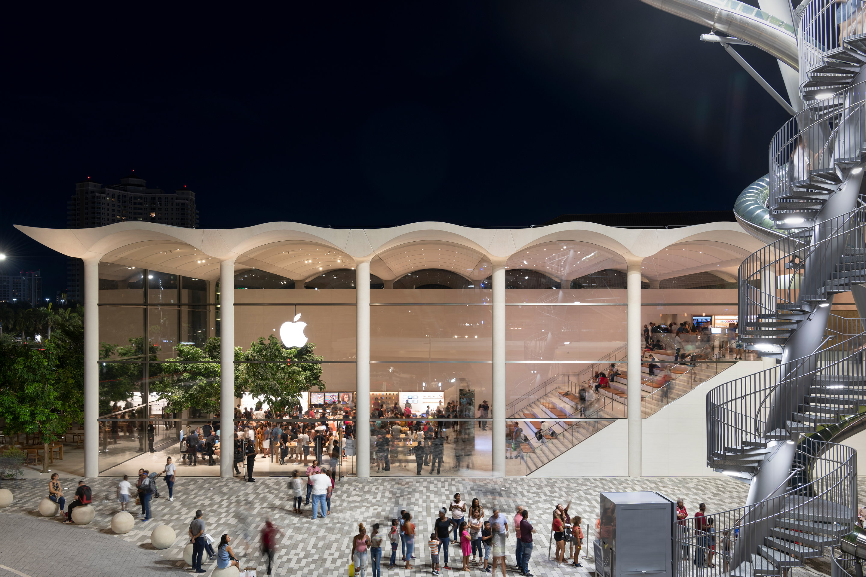 Foster + Partners and Apple Complete Apple Aventura