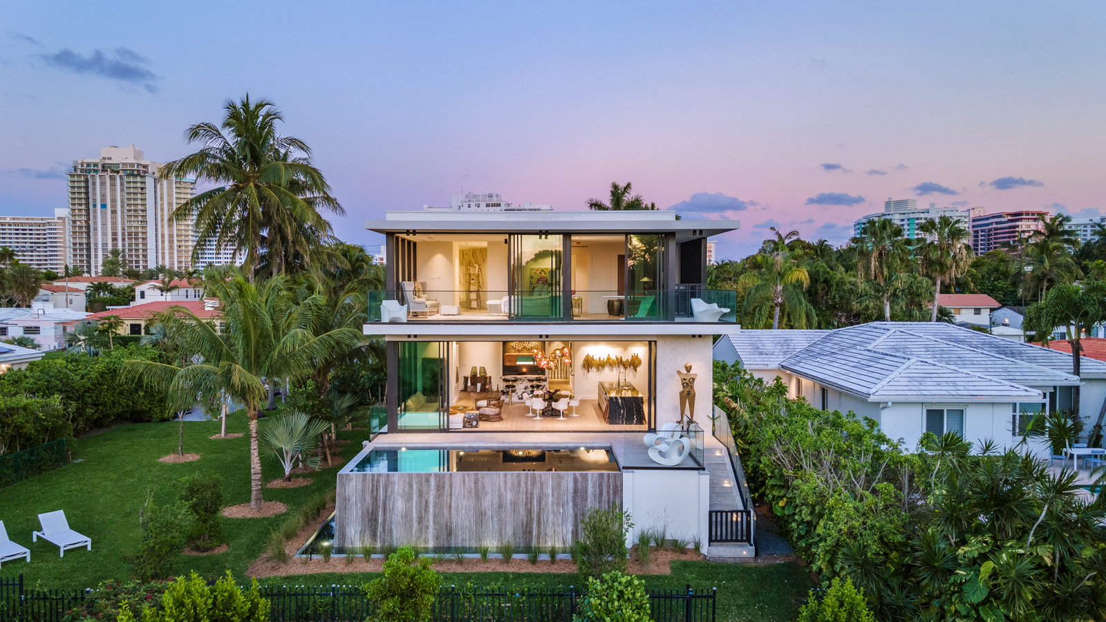 Tropical Modern Home by Choeff Levy Fischman