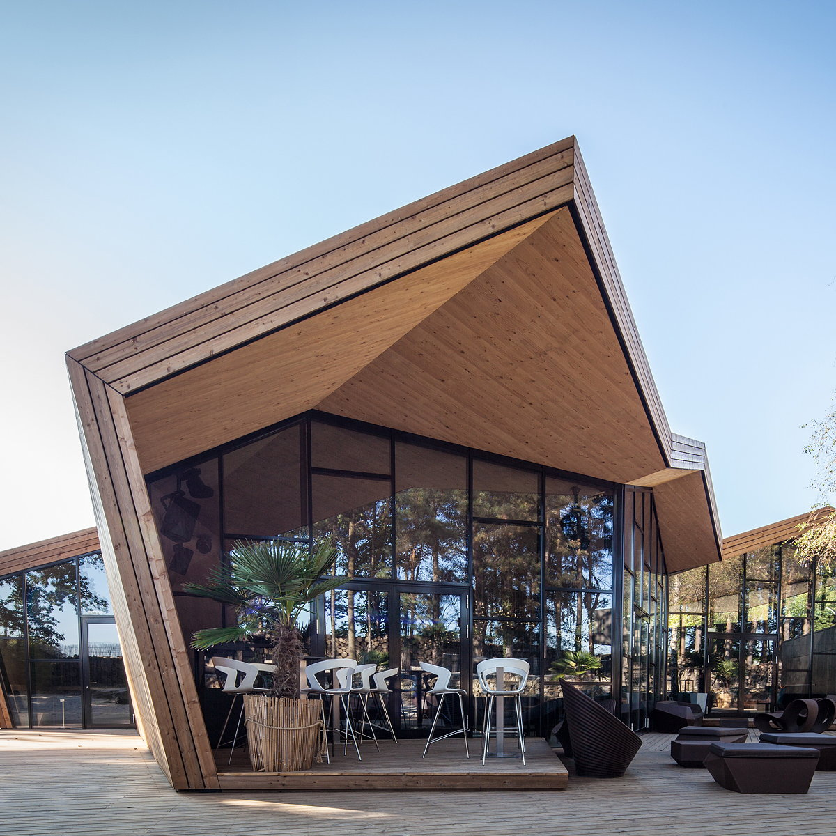 Boos Beach Club Restaurant by Metaform