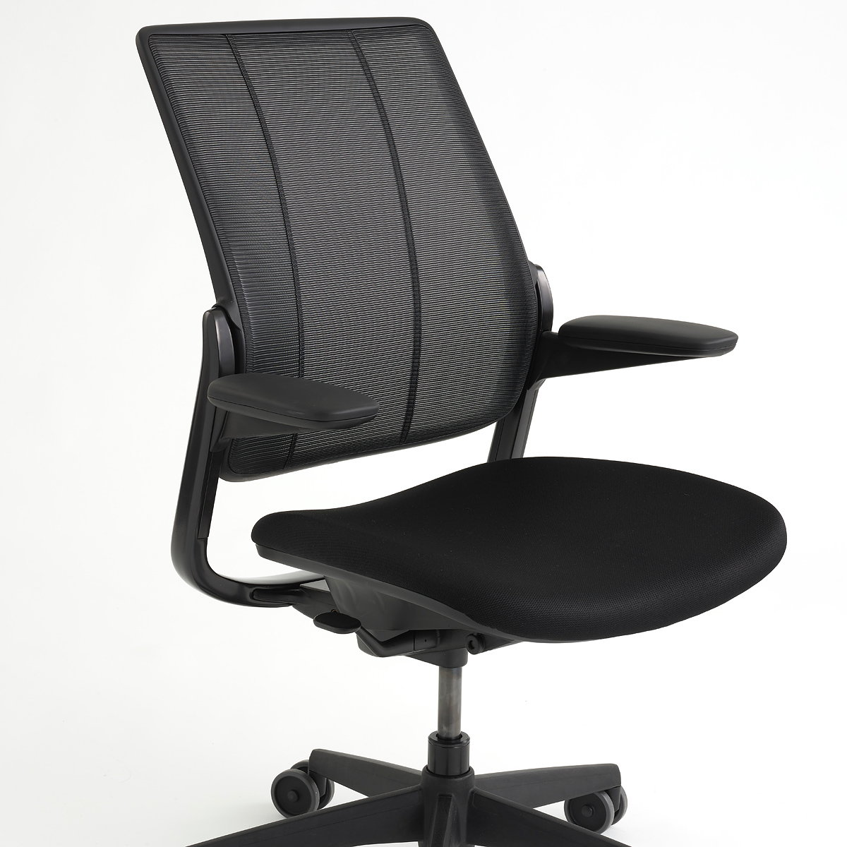 Humanscale Unveils Smart Ocean - First-Ever Task Chair Made with Recycled Fishing Nets