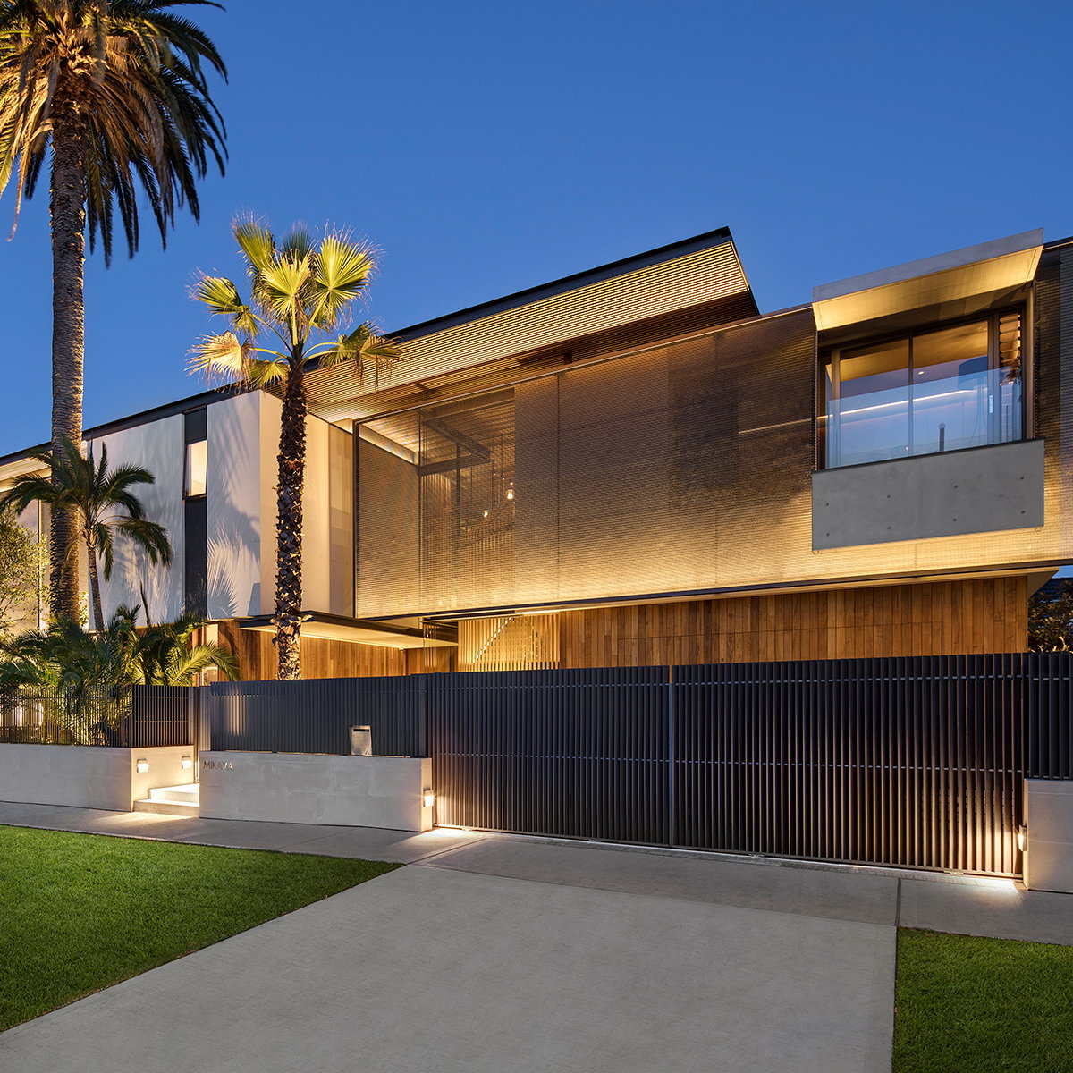 SAOTA Designs Youthful yet Sophisticated Contemporary Family Dwelling on Sydney Harbor Shore