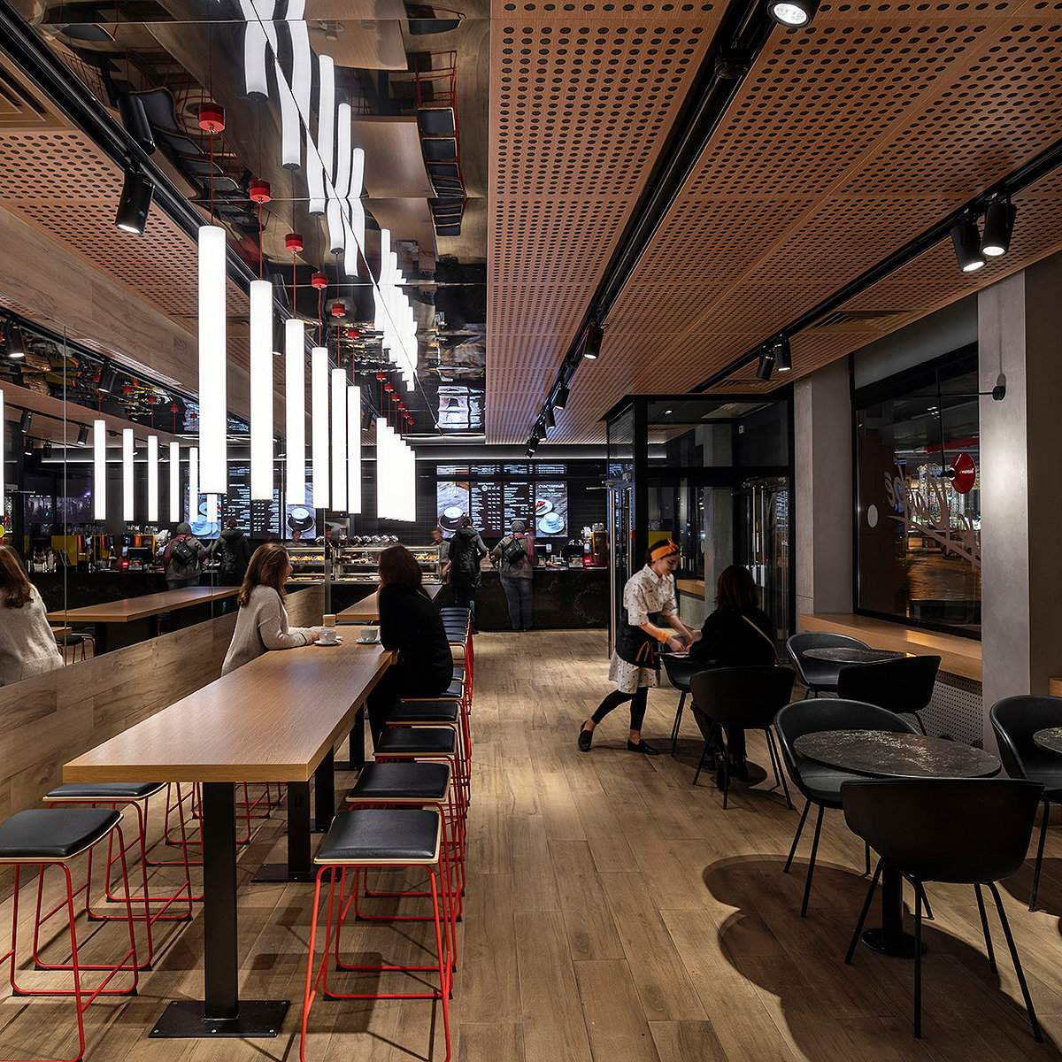 Landini Designed McDonald's Flagship Opens in Moscow